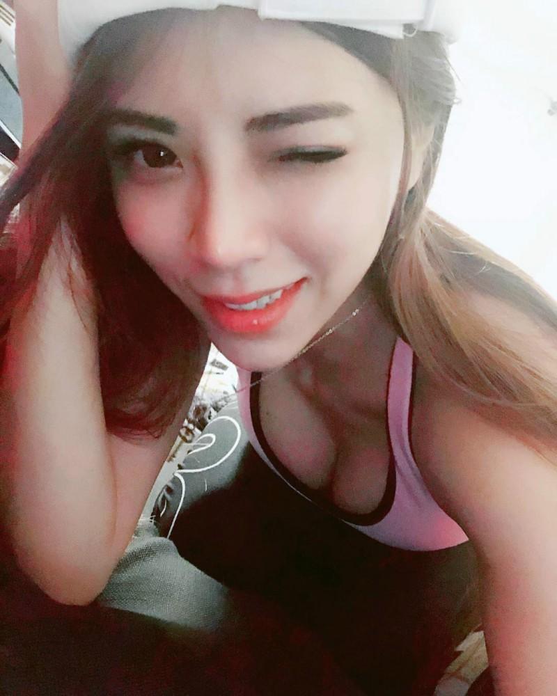 【捕鱼王】台湾模特正妹Angel Liya 浴袍中开巨乳的诱惑