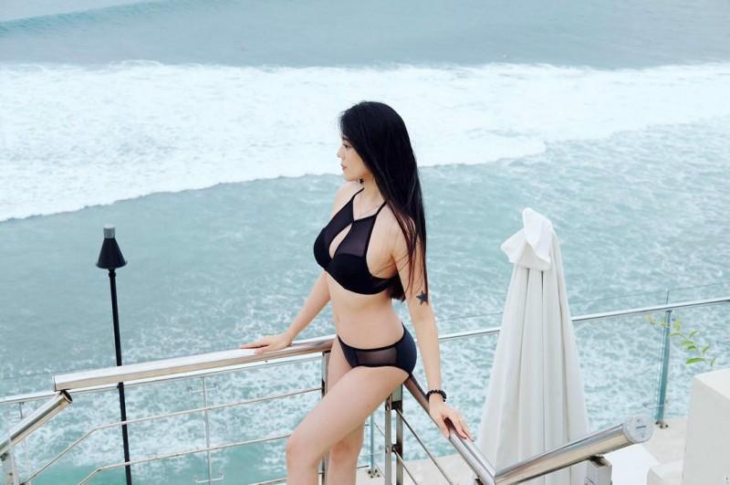 """【捕鱼王】微商正妹Candice Lim 泰国旅游""""湿身""""令人鼻血狂流"""