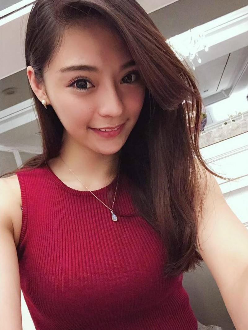 【捕鱼王】华航公司空姐Queenie Hsieh 性感正妹超深事业线诱人