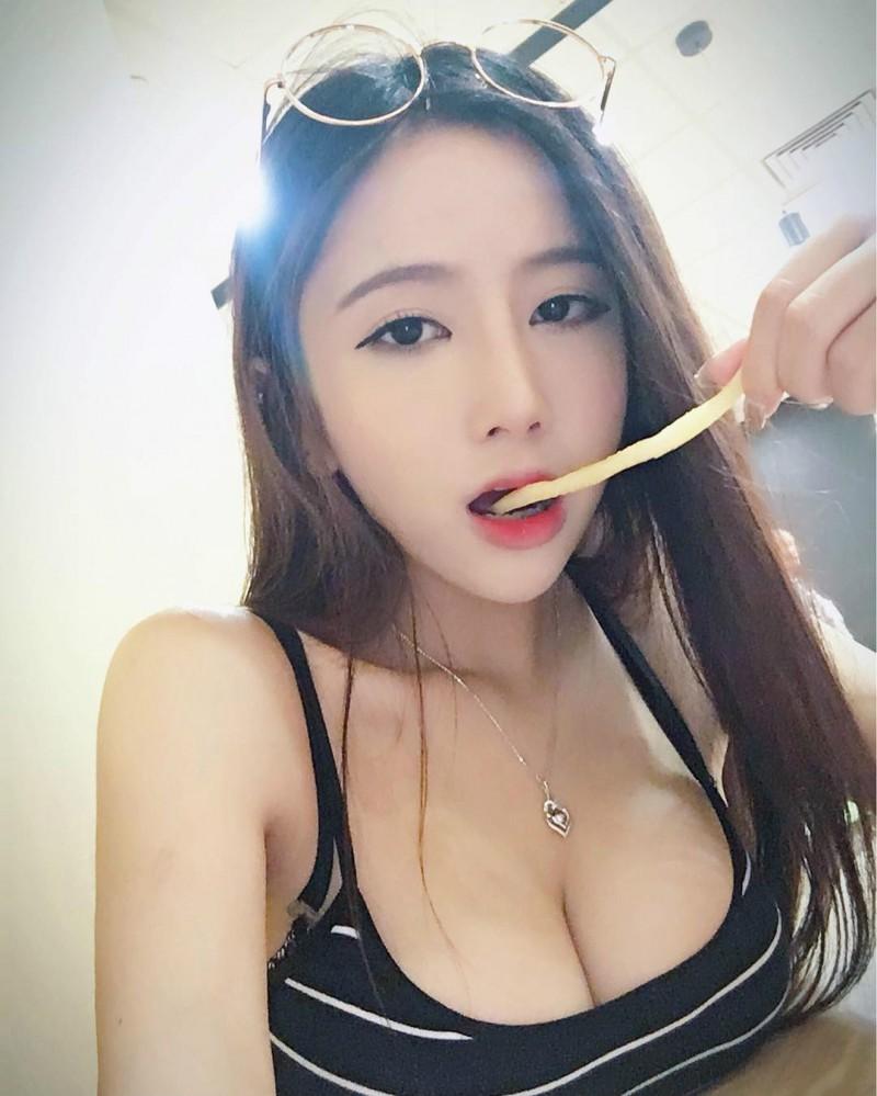 【捕鱼王】F奶正妹Chobits咕咕咕 侧乳霸气外洩震精网友