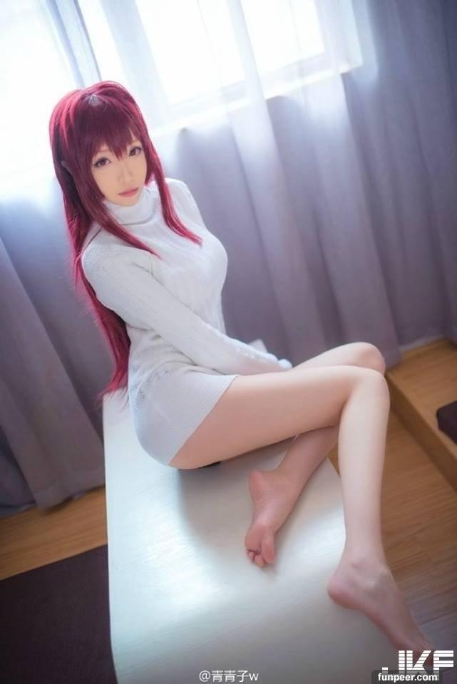 【捕鱼王】全身上下只穿一件毛衣挡不住的「巨乳长腿」 超萌cosplayer青青子!