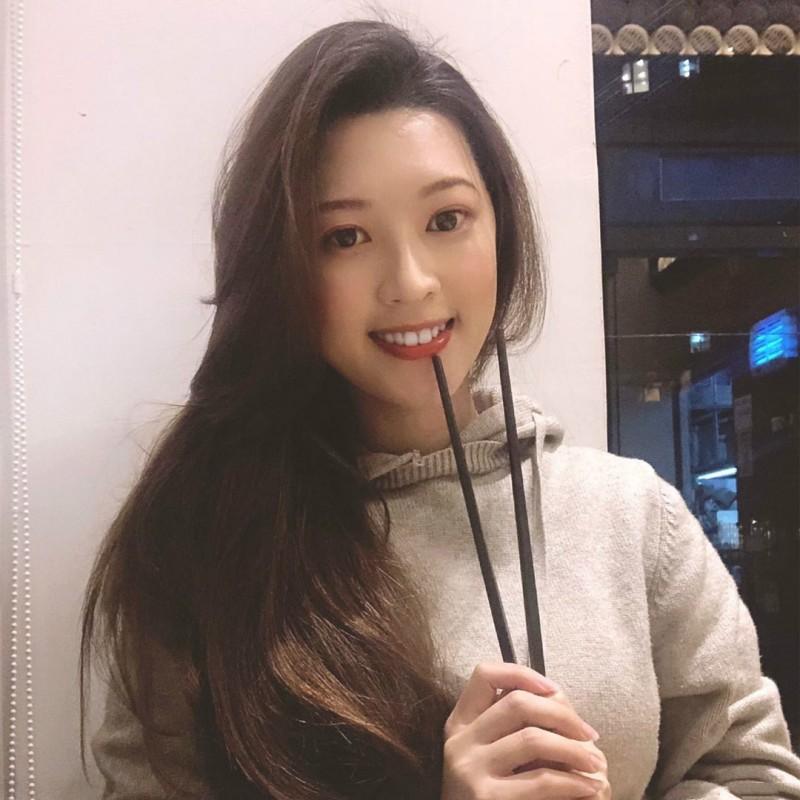 【捕鱼王】美女空姐Cynthia Li 紧身毛衣秀性感魔鬼身材