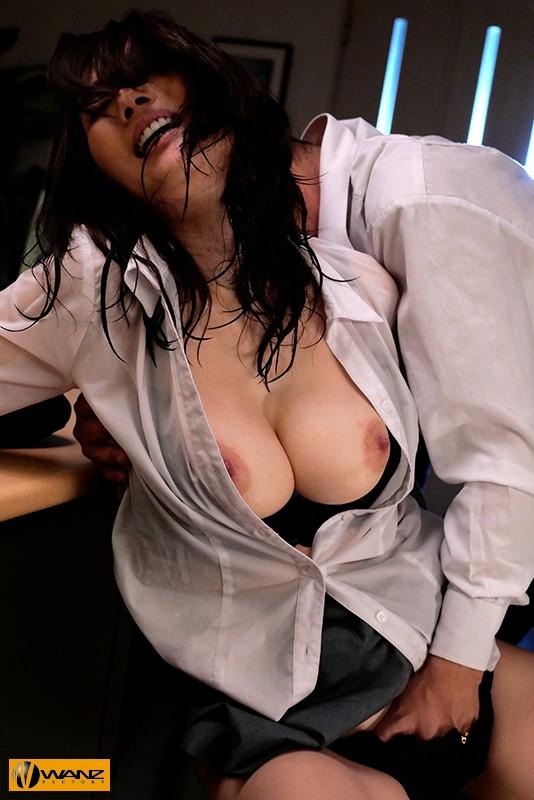 【捕鱼王】WANZ-973:暴雨的夜晚…湿身巨乳Julia被主管粗暴揉胸强制进入!