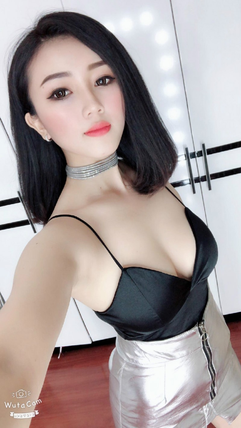 【捕鱼王】越南大长腿美女Nguyễn Hoàng Yến Ngọc 开叉装豪乳霸气侧漏