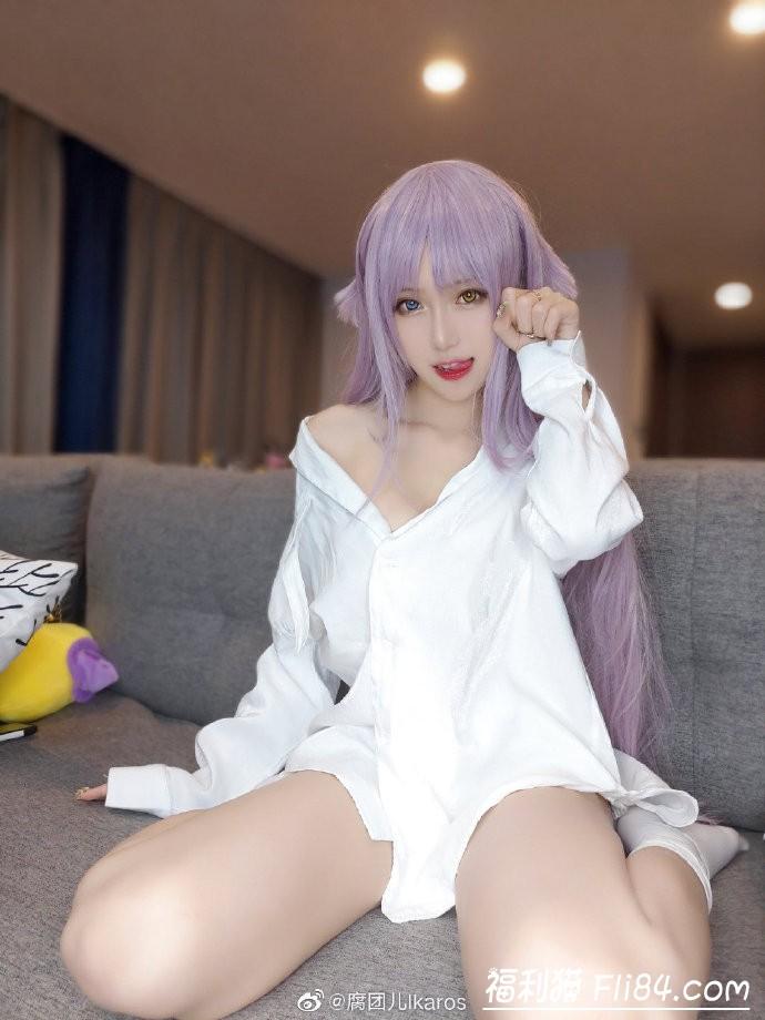 【捕鱼王】腐团儿微博晒cosplay照 看到中指没有美甲后网友不淡定了!