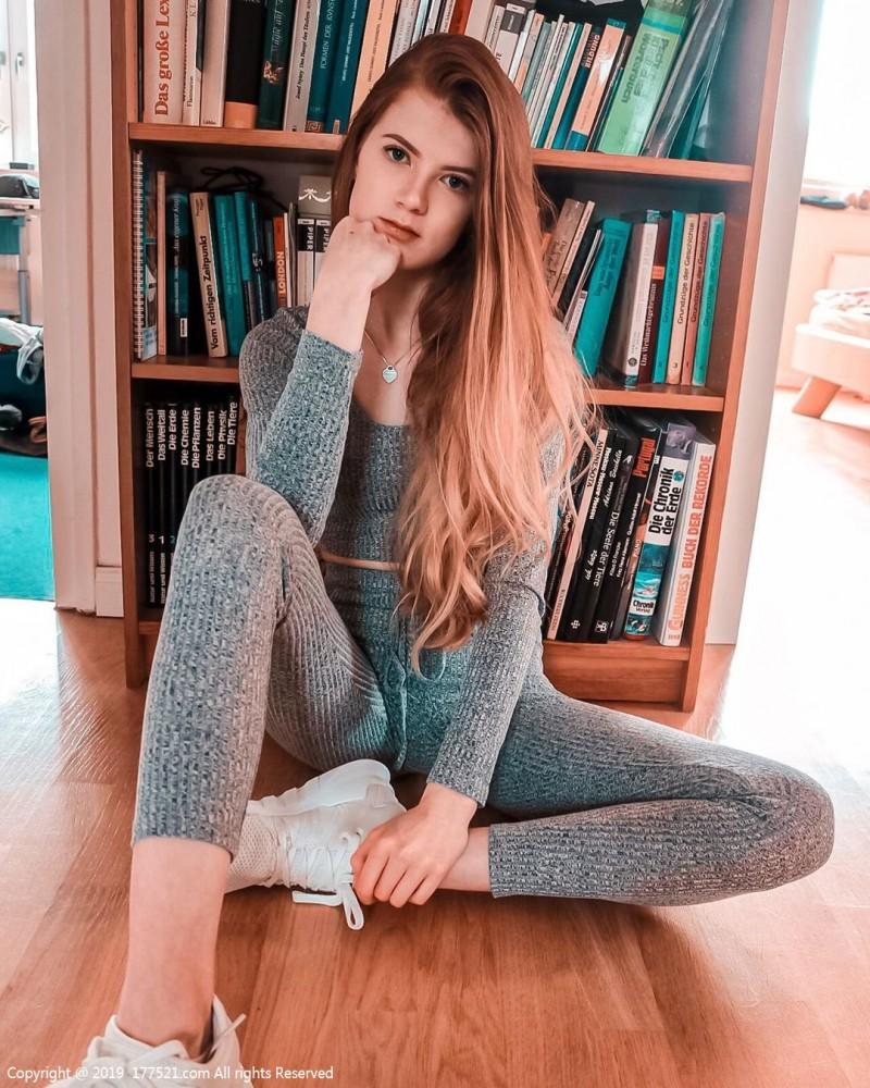 【捕鱼王】德国甜美正妹Julia 热裤美女露出性感翘臀