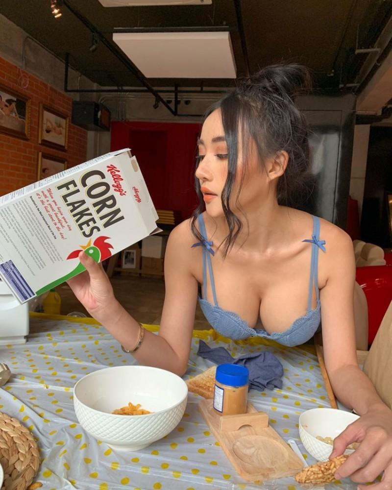 【捕鱼王】身材非常火辣的Donut甚至还有裸身运动的照片!