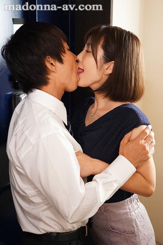 【捕鱼王】JUL-389:饥渴人妻(峰田七海)迷恋与炮友偷情的时光。