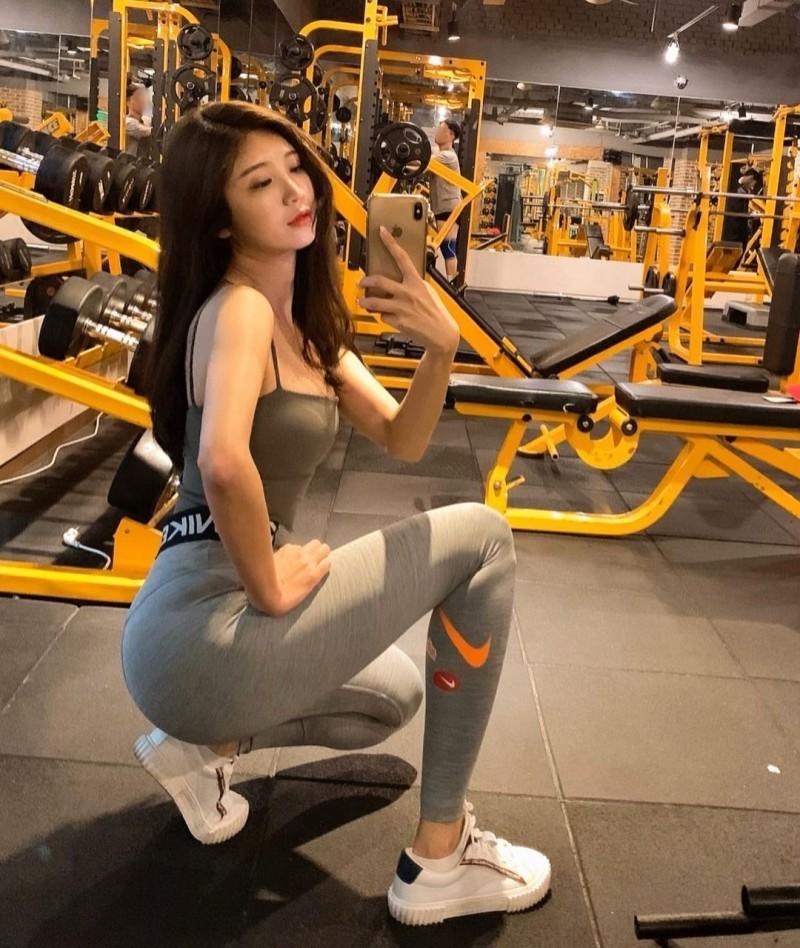 【捕鱼王】天菜皮拉提斯老师「몽쌤」贴身瑜珈裤诱惑火辣诱人「美腿曲线」整个太犯规
