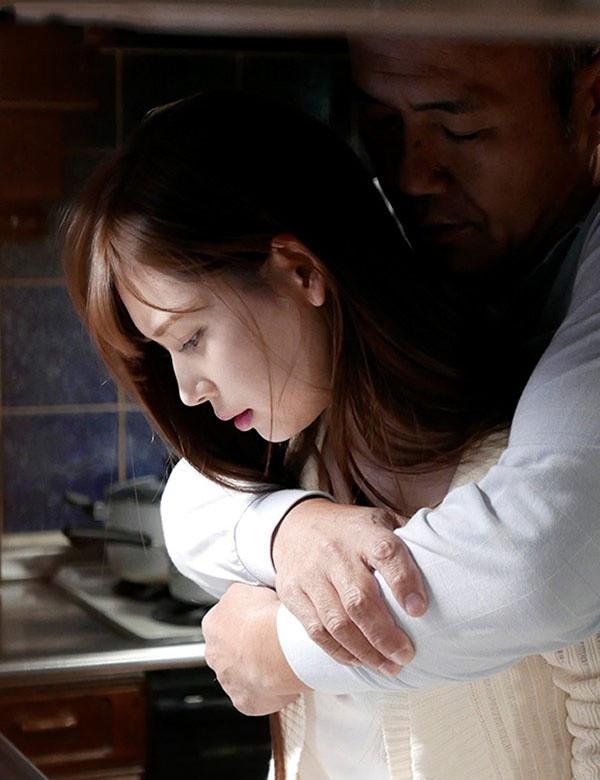 【捕鱼王】ADN-210: 明里紬最新番号,清纯嫩妻堕入继父的强暴地狱!