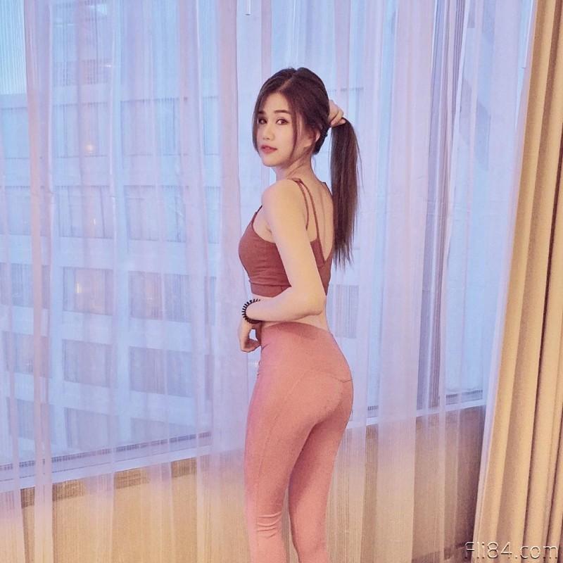 """【捕鱼王】今日妹子图20200326:绣纹师""""Elise"""" 雪白巨乳修长美腿,好像被她服务啊!"""