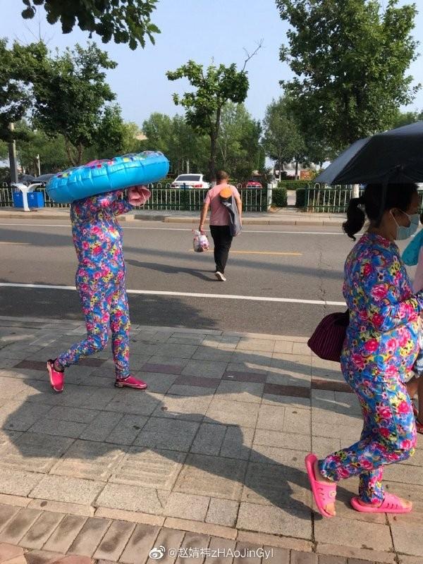 【捕鱼王】媳妇,咱能不能加快点脚步,赶紧上车?外面可太热了。