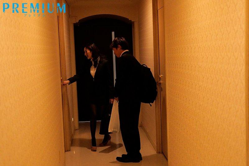 """【捕鱼王】真香…与巨乳前辈""""Julia""""旅馆睡一晚!性器超契合""""啪啪到天亮""""不戴套!"""