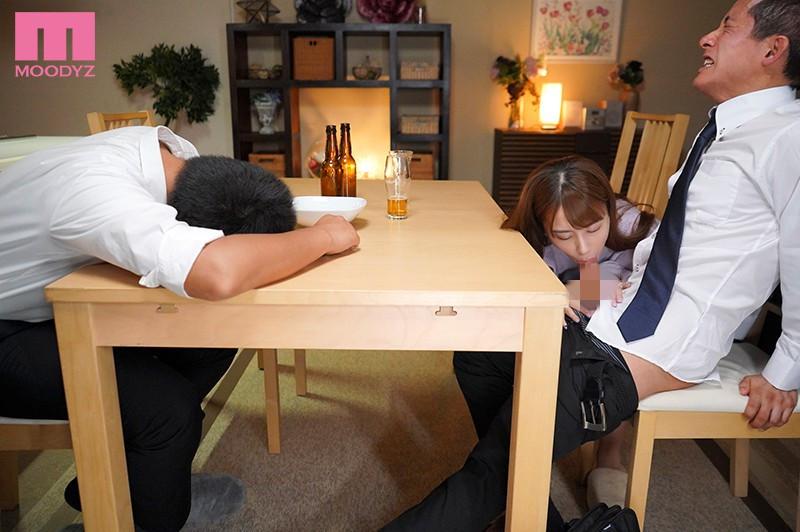 """【捕鱼王】MIDE-904 :风骚嫩妻""""初川みなみ""""主动勾引,当着醉酒老公的面和下属偷情。"""