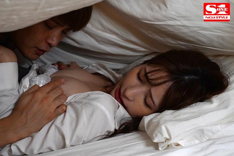 """【捕鱼王】SSNI-659:未婚妻""""天使萌""""在醉酒的丈夫旁边和主管浓厚又激情的棉被里性爱。"""