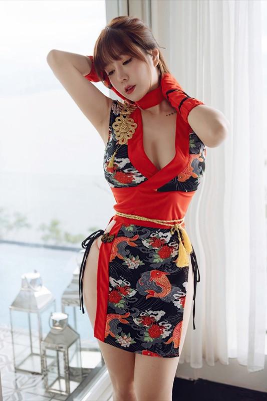 【捕鱼王】日式旗袍露出极品美乳 白嫩美少妇王雨纯惹火写真。