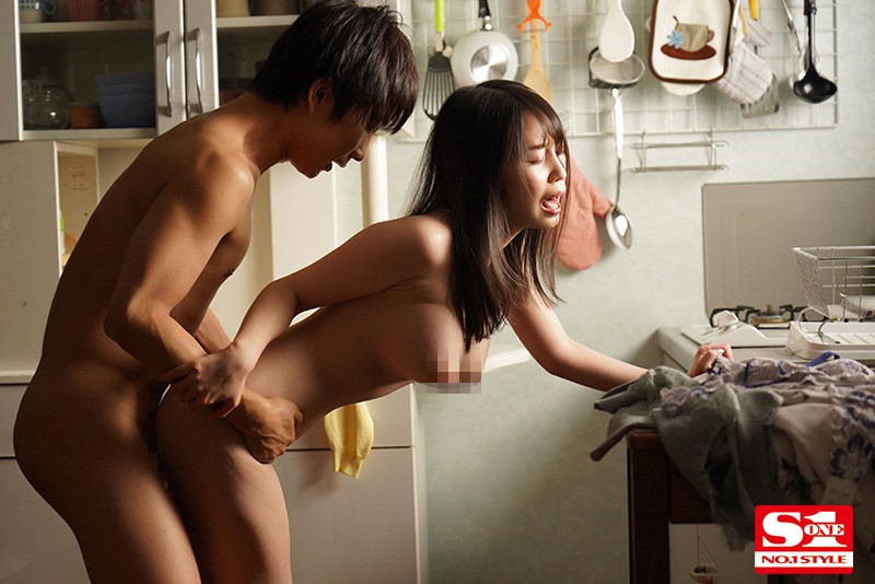 """【捕鱼王】SSIS-064 :巨乳团地妻""""梦乃あいか""""痒到外遇,晾著内裤就是老公不在家."""