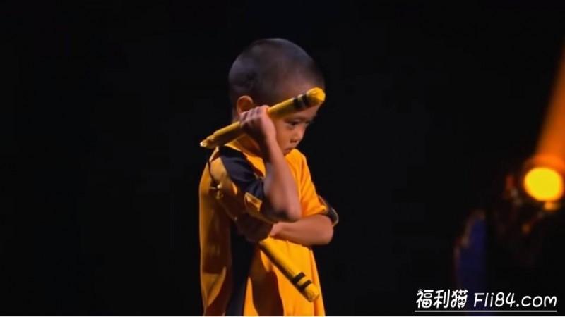 """【捕鱼王】7岁小男孩今井隆星""""全身肌肉炸裂""""!""""魔鬼训练""""过程曝光 堪称""""迷你版李小龙"""""""