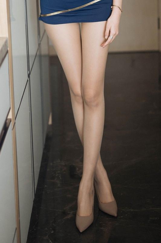 【捕鱼王】齐B小短裙:大长腿女神艺轩空乘制服丝袜诱惑,给你专属的温柔服务!