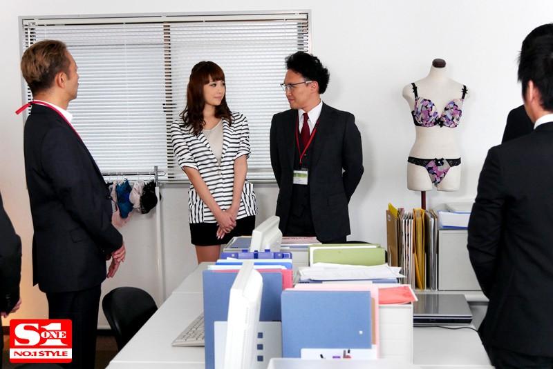 【捕鱼王】SNIS-692:巨乳女职员「RION」充当内衣模特被上司羞辱!