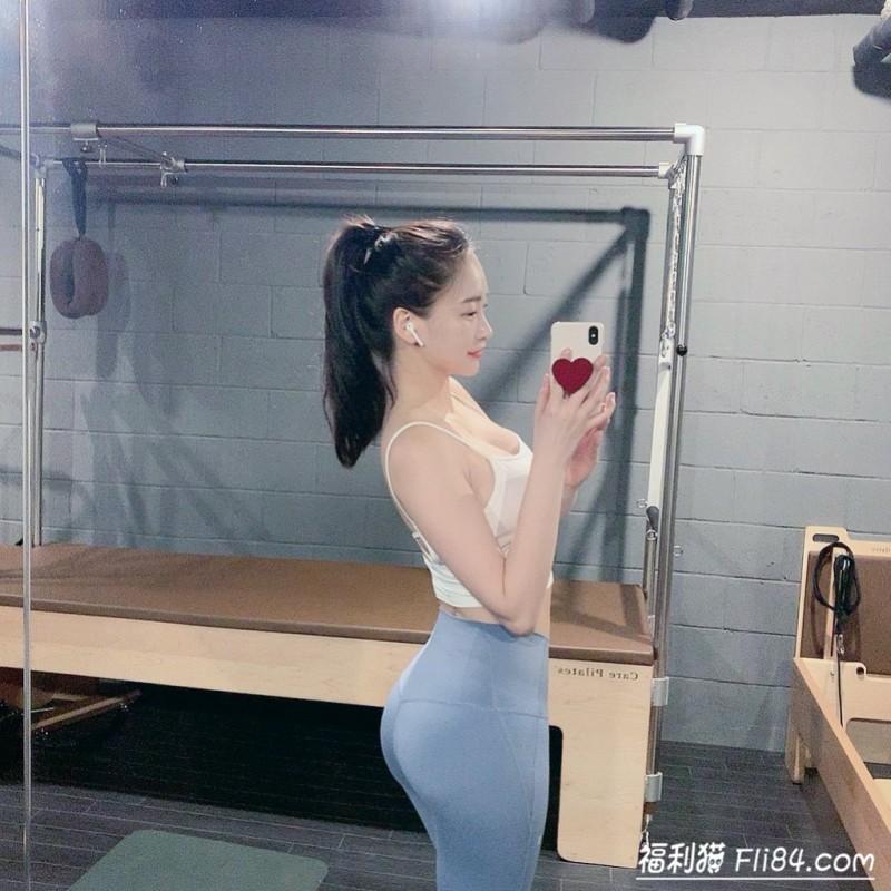 【捕鱼王】今日妹子图20200323:172cm的韩国巨乳美女下班后疯狂打卡健身房!