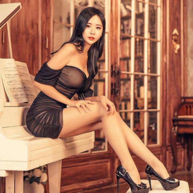 【捕鱼王】天菜长腿姐姐「오하빈」纤腰画面超冲突神级「九头身曲线」比例好到夸张