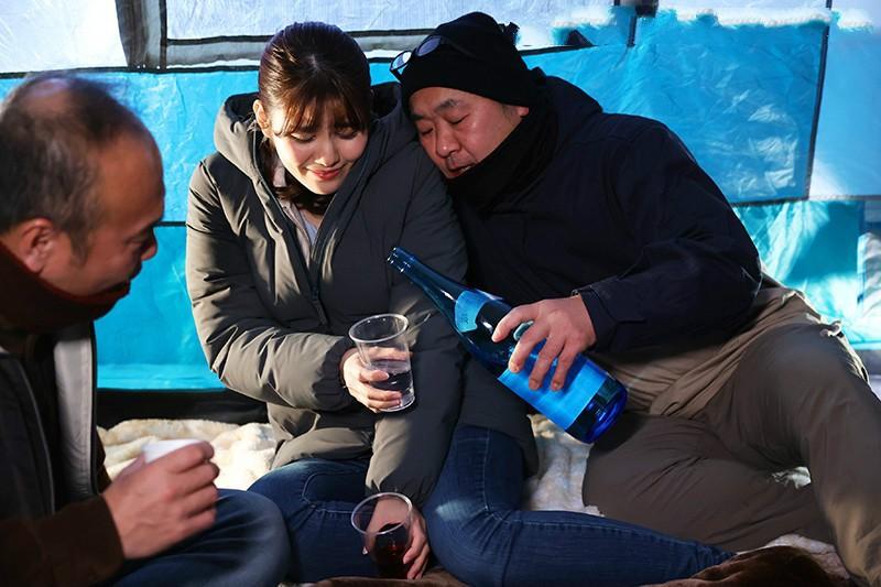 【捕鱼王】神宫寺奈绪JUL-568 人妻与3位大叔共同美好一夜