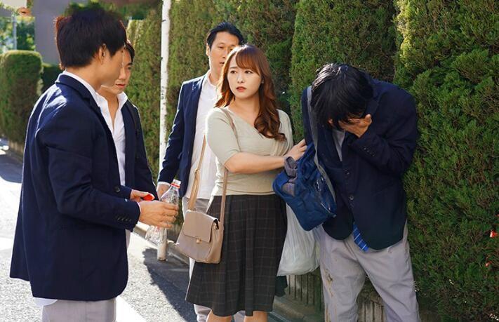 【捕鱼王】白石茉莉奈JUL-575 母亲拒绝儿子同学表白被欺负