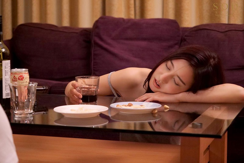 "【捕鱼王】STARS-375:继姐""古川いおり""睡着就跟死猪一样 直接内射到饱。"