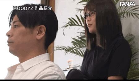 """【捕鱼王】剪加洗还有""""吹""""!那间一次1000日币还可以中出的理发厅来了I罩杯师傅! …"""