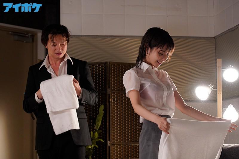 """【捕鱼王】女上司""""桃乃木かな""""和童贞下属被台风困住 只能好心帮他破处"""