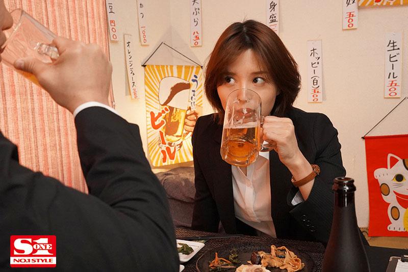 """【捕鱼王】美人上司""""葵つかさ""""与处男部下出差同房,诱惑调戏让下属精虫冲脑了!"""