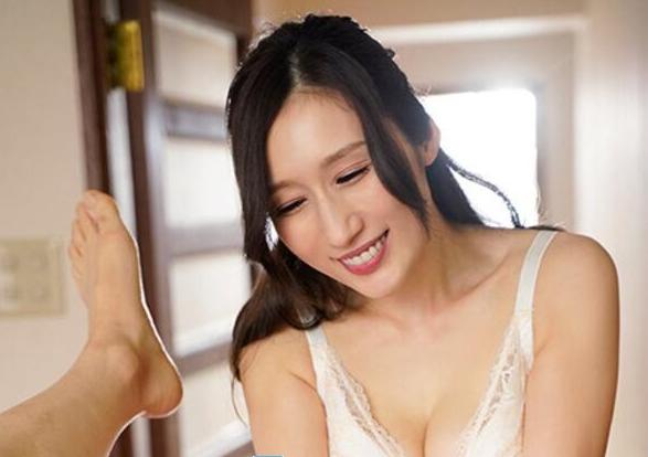 【捕鱼王】Julia最新作品MEYD-679 人妻训练小处男邻居