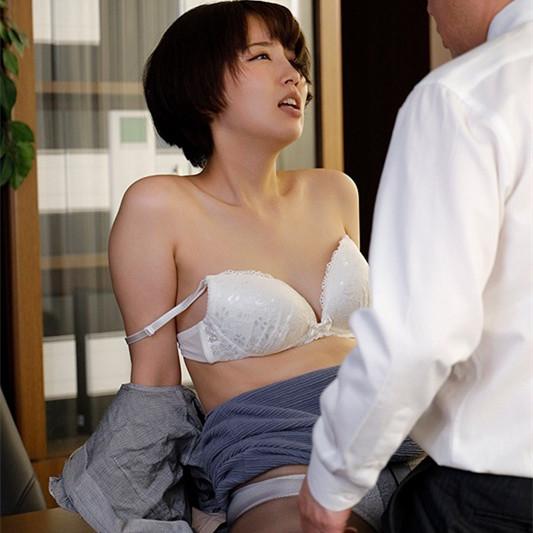 【捕鱼王】美咲かんな(美咲佳奈)作品 SHKD-953:职场丝袜人妻办公室遭变态老板强暴中出。