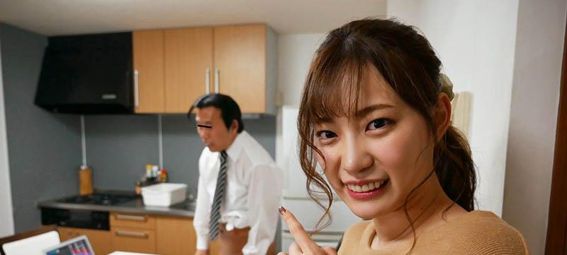 """【捕鱼王】痴女魂爆发!粉丝在家视讯会议,""""美谷朱里""""却在桌下帮吃肉肉!"""
