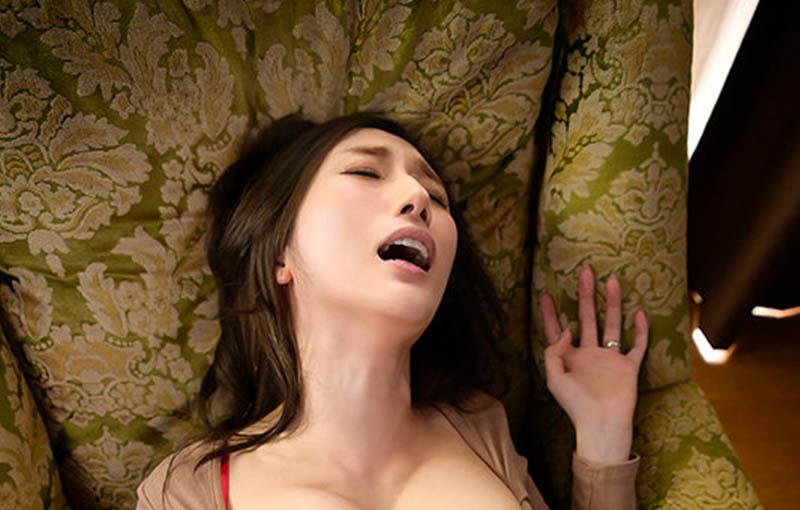 """【捕鱼王】求你给我!巨乳人妻""""JULIA""""老公废物空包弹,只好去找憋了30天的超浓稠精子"""
